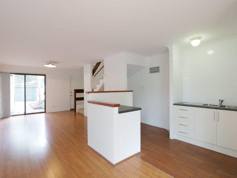 https://propertyphotos.vaultre.com.au/835/759924__reaimport-1568684174-347366-29037.jpg