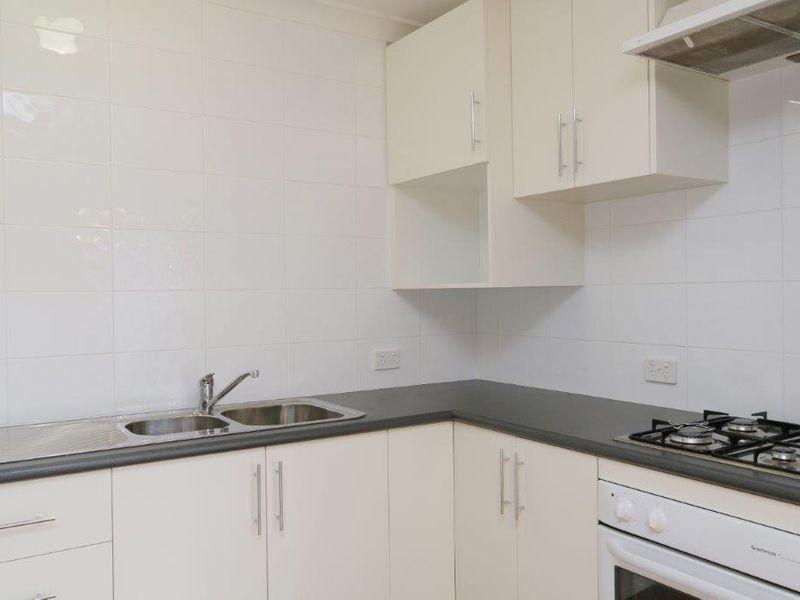 https://propertyphotos.vaultre.com.au/835/759925__reaimport-1568684174-347366-29037.jpg