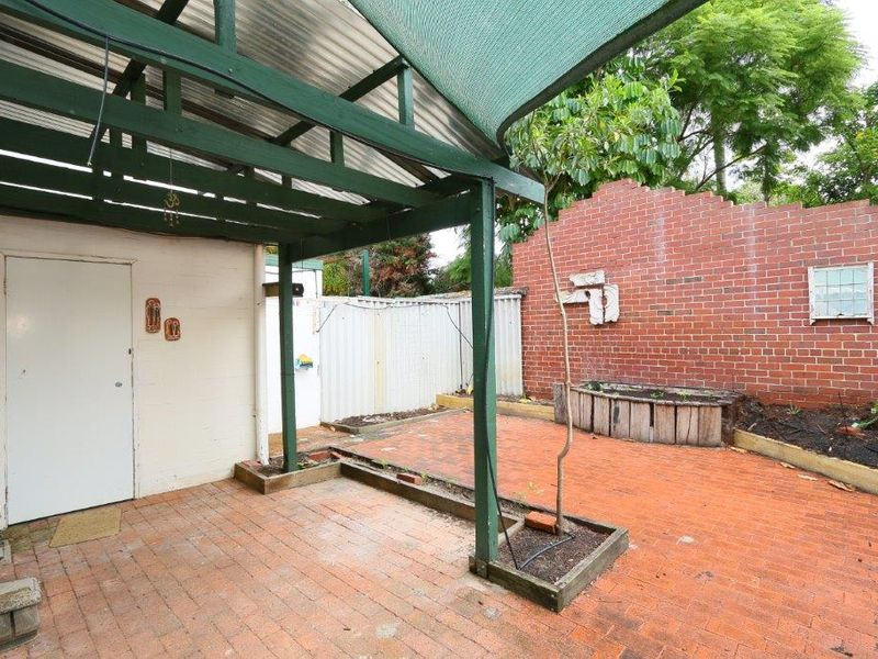 https://propertyphotos.vaultre.com.au/835/759928__reaimport-1568684175-347366-29037.jpg