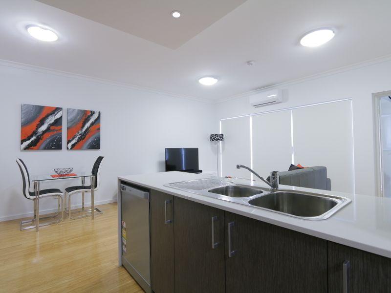 https://propertyphotos.vaultre.com.au/835/759938__reaimport-1568684179-347367-29038.jpg