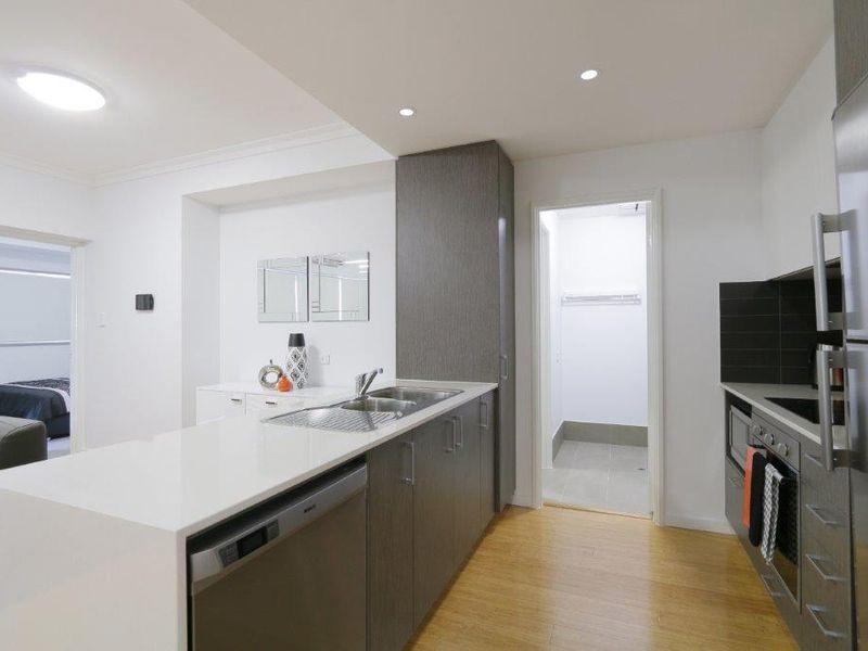 https://propertyphotos.vaultre.com.au/835/759946__reaimport-1568684182-347367-29038.jpg
