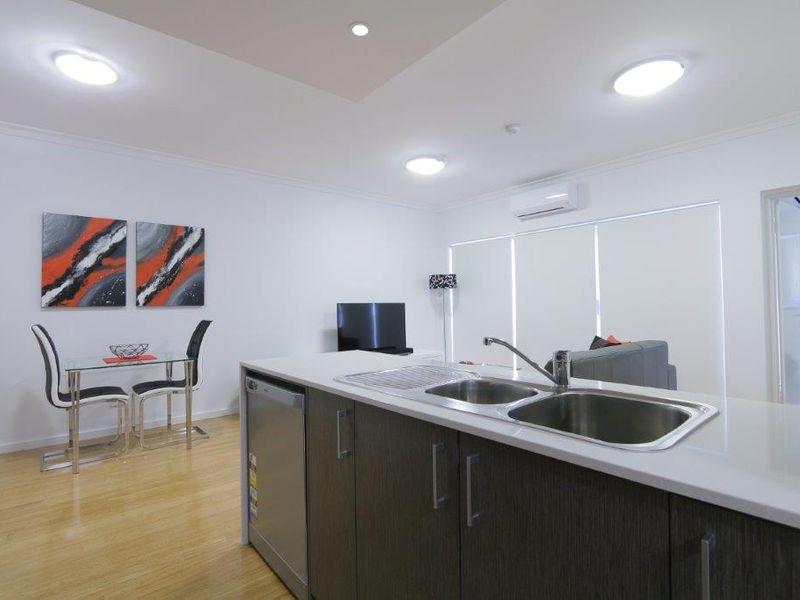 https://propertyphotos.vaultre.com.au/835/759949__reaimport-1568684183-347367-29038.jpg