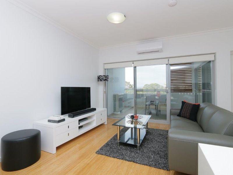https://propertyphotos.vaultre.com.au/835/759952__reaimport-1568684184-347367-29038.jpg