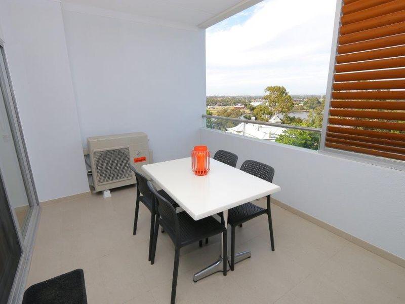 https://propertyphotos.vaultre.com.au/835/759962__reaimport-1568684187-347367-29038.jpg
