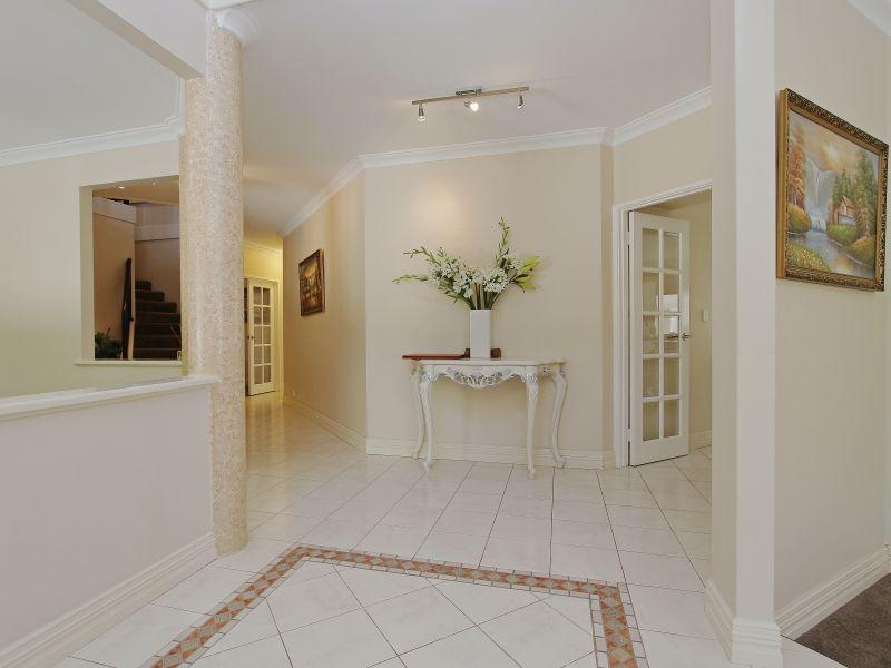 https://propertyphotos.vaultre.com.au/835/760074__reaimport-1568684228-347375-29045.jpg