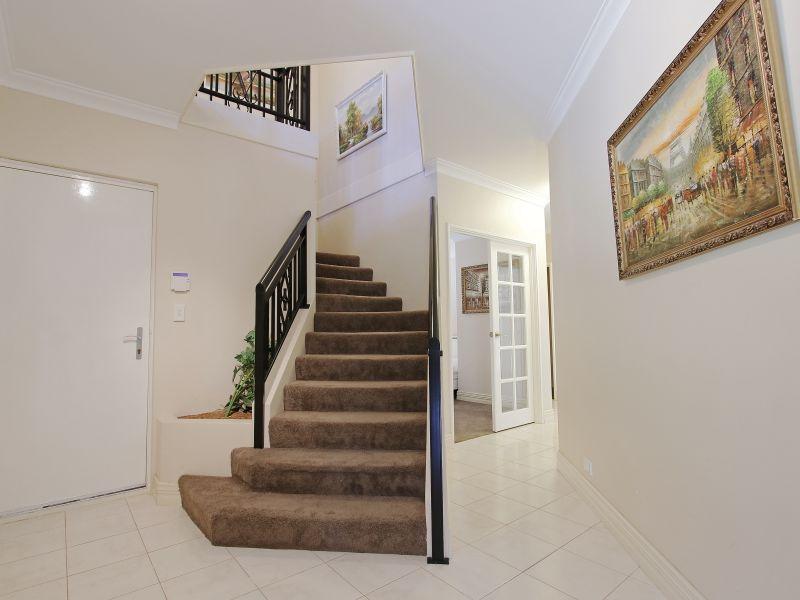 https://propertyphotos.vaultre.com.au/835/760075__reaimport-1568684229-347375-29045.jpg