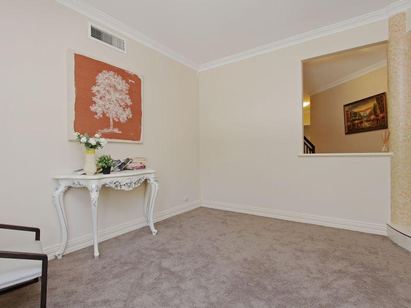 https://propertyphotos.vaultre.com.au/835/760077__reaimport-1568684229-347375-29045.jpg