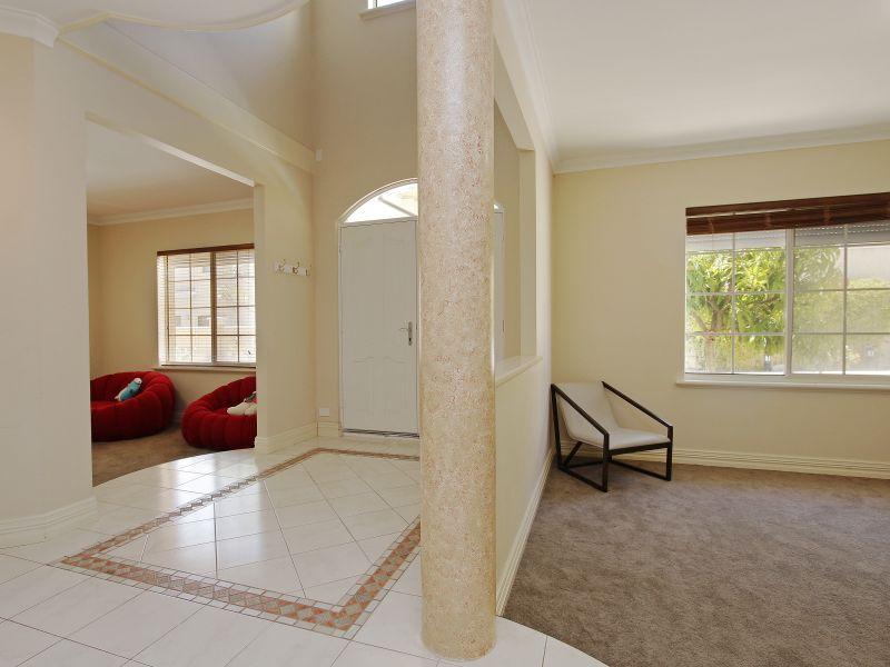 https://propertyphotos.vaultre.com.au/835/760078__reaimport-1568684230-347375-29045.jpg