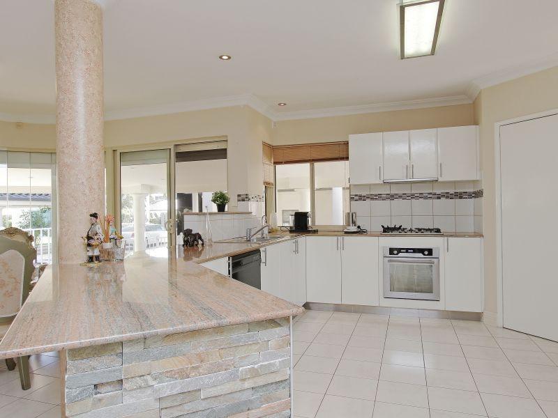 https://propertyphotos.vaultre.com.au/835/760079__reaimport-1568684230-347375-29045.jpg