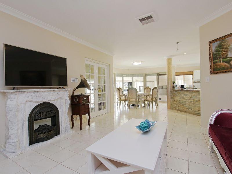 https://propertyphotos.vaultre.com.au/835/760080__reaimport-1568684230-347375-29045.jpg