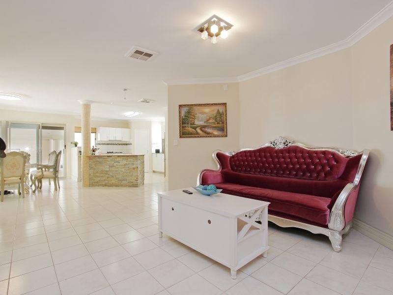 https://propertyphotos.vaultre.com.au/835/760081__reaimport-1568684231-347375-29045.jpg