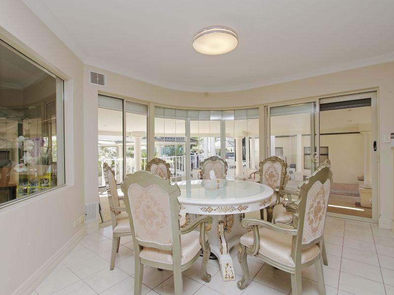 https://propertyphotos.vaultre.com.au/835/760083__reaimport-1568684231-347375-29045.jpg