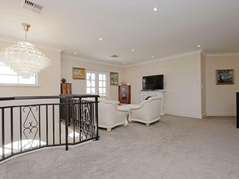 https://propertyphotos.vaultre.com.au/835/760084__reaimport-1568684232-347375-29045.jpg