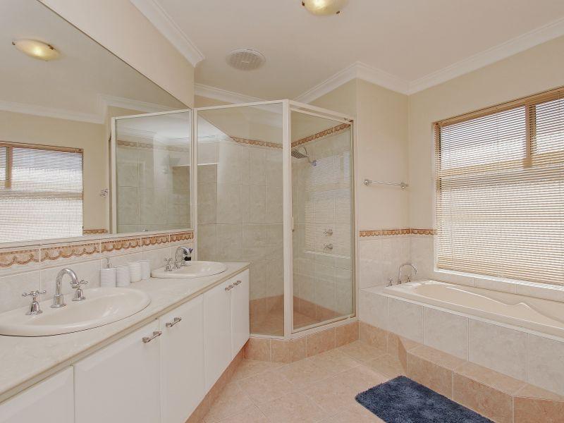 https://propertyphotos.vaultre.com.au/835/760087__reaimport-1568684233-347375-29045.jpg