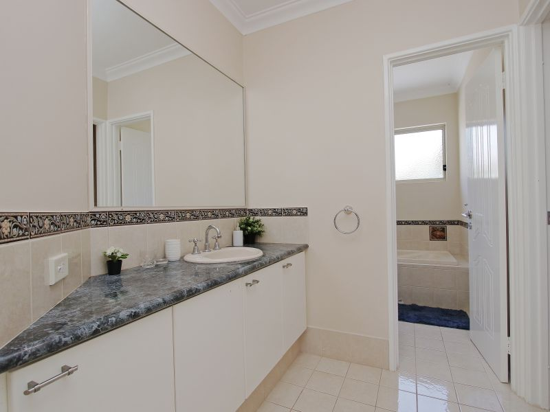 https://propertyphotos.vaultre.com.au/835/760088__reaimport-1568684233-347375-29045.jpg