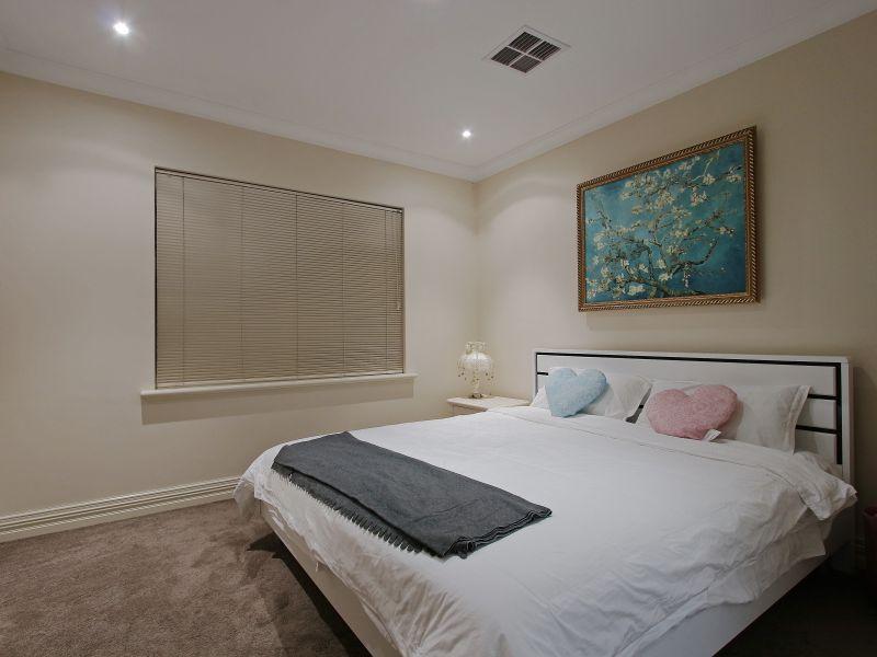 https://propertyphotos.vaultre.com.au/835/760090__reaimport-1568684234-347375-29045.jpg