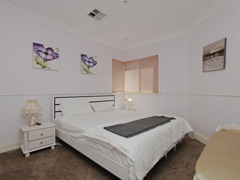 https://propertyphotos.vaultre.com.au/835/760091__reaimport-1568684234-347375-29045.jpg