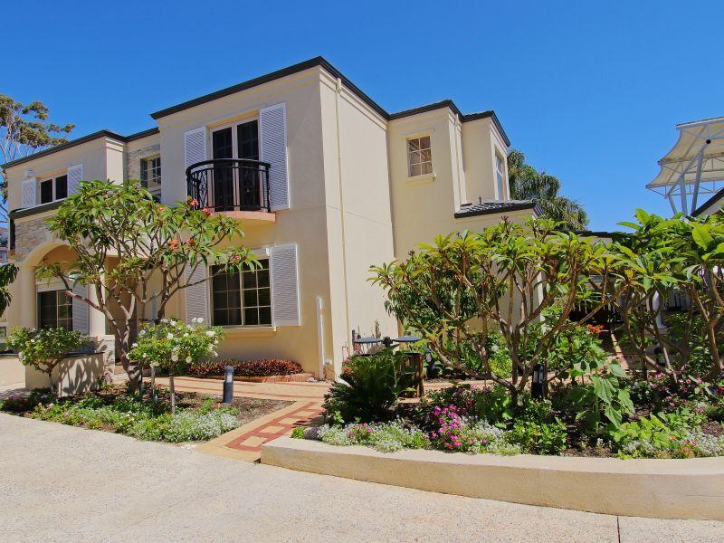 https://propertyphotos.vaultre.com.au/835/760093__reaimport-1568684235-347375-29045.jpg