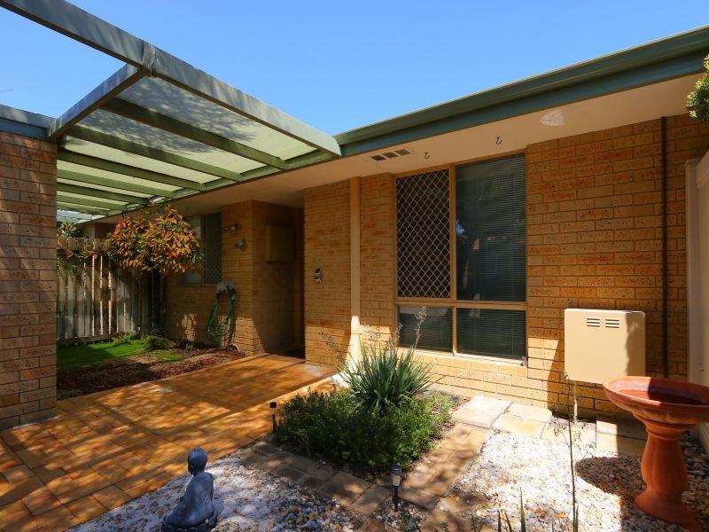 https://propertyphotos.vaultre.com.au/835/760131__reaimport-1568684245-347379-29049.jpg