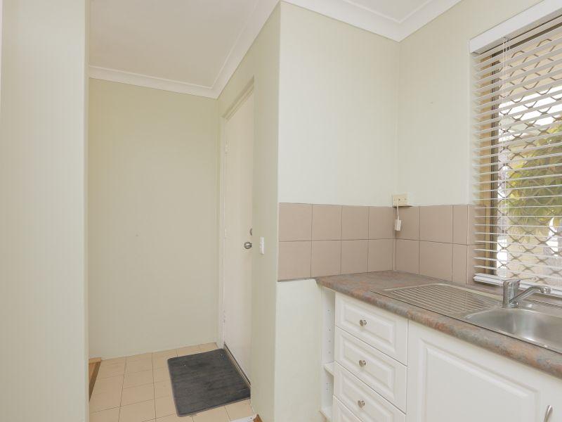 https://propertyphotos.vaultre.com.au/835/760134__reaimport-1568684247-347379-29049.jpg