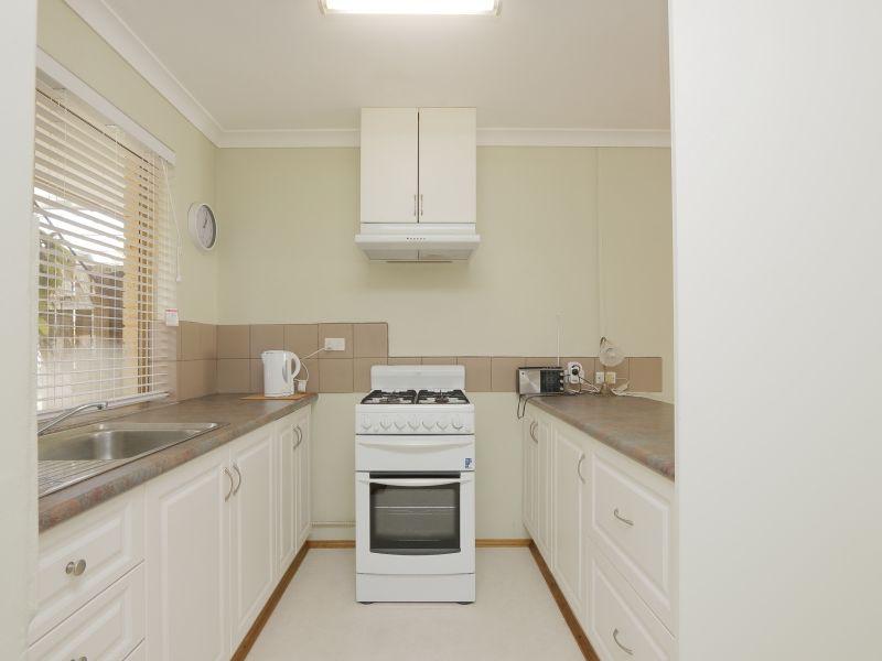 https://propertyphotos.vaultre.com.au/835/760135__reaimport-1568684247-347379-29049.jpg