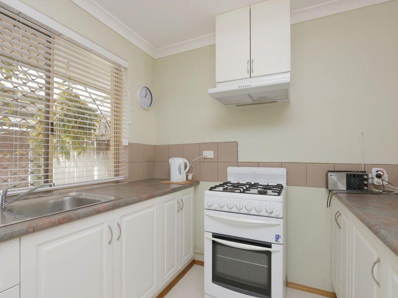 https://propertyphotos.vaultre.com.au/835/760136__reaimport-1568684247-347379-29049.jpg