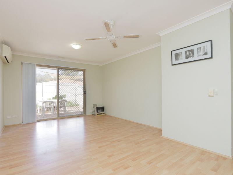 https://propertyphotos.vaultre.com.au/835/760138__reaimport-1568684248-347379-29049.jpg