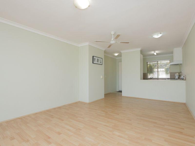 https://propertyphotos.vaultre.com.au/835/760139__reaimport-1568684248-347379-29049.jpg