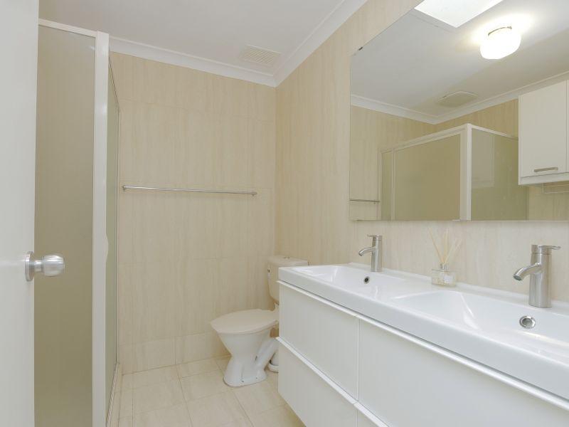 https://propertyphotos.vaultre.com.au/835/760147__reaimport-1568684251-347379-29049.jpg