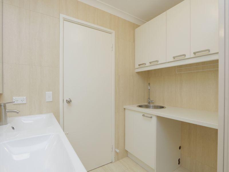 https://propertyphotos.vaultre.com.au/835/760148__reaimport-1568684252-347379-29049.jpg