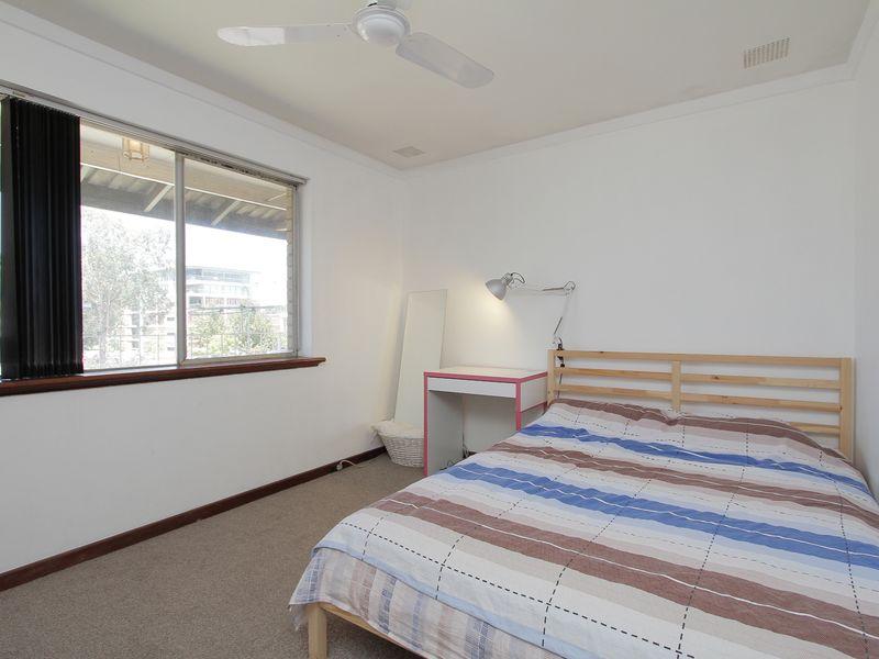 https://propertyphotos.vaultre.com.au/835/760422__reaimport-1568684346-347393-29063.jpg