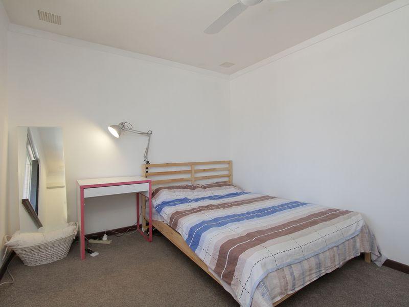 https://propertyphotos.vaultre.com.au/835/760423__reaimport-1568684347-347393-29063.jpg