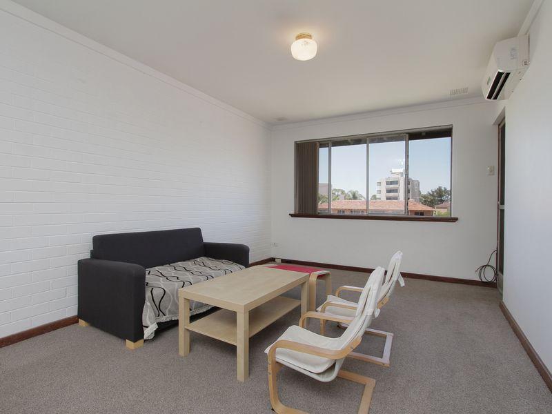 https://propertyphotos.vaultre.com.au/835/760430__reaimport-1568684350-347393-29063.jpg