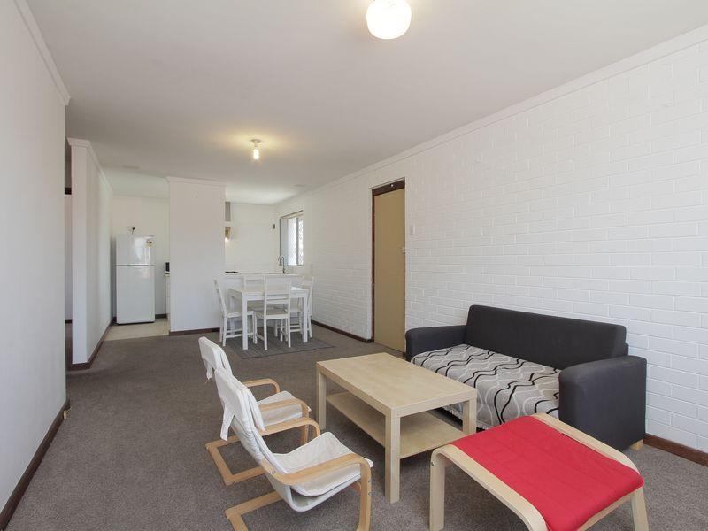 https://propertyphotos.vaultre.com.au/835/760433__reaimport-1568684351-347393-29063.jpg