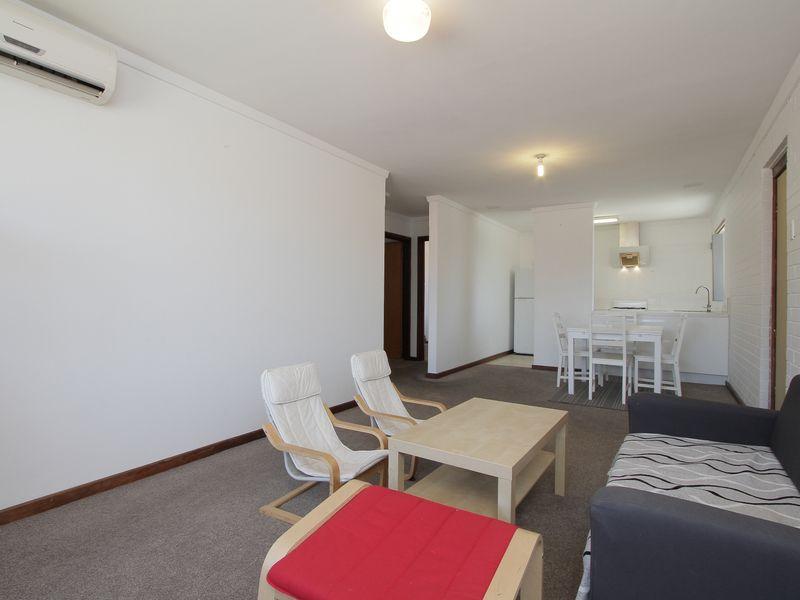 https://propertyphotos.vaultre.com.au/835/760434__reaimport-1568684352-347393-29063.jpg