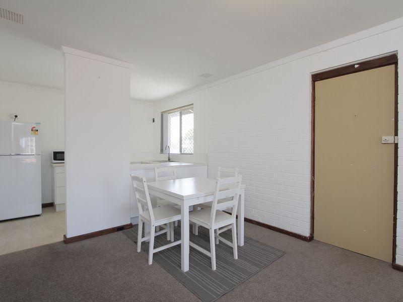 https://propertyphotos.vaultre.com.au/835/760435__reaimport-1568684352-347393-29063.jpg