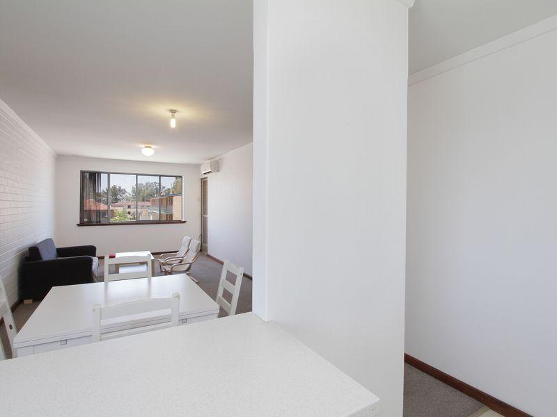 https://propertyphotos.vaultre.com.au/835/760439__reaimport-1568684354-347393-29063.jpg