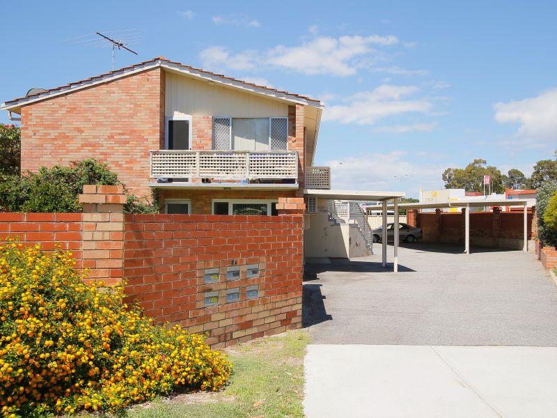 https://propertyphotos.vaultre.com.au/835/760615__reaimport-1568684428-347402-29071.jpg