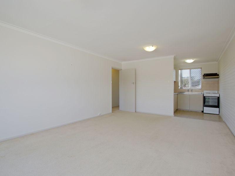https://propertyphotos.vaultre.com.au/835/760616__reaimport-1568684429-347402-29071.jpg