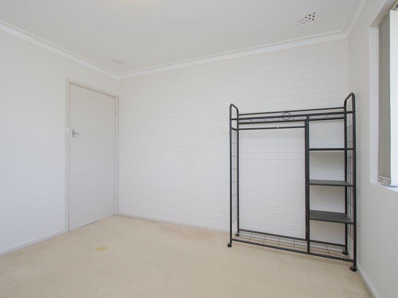 https://propertyphotos.vaultre.com.au/835/760619__reaimport-1568684430-347402-29071.jpg