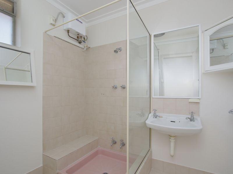 https://propertyphotos.vaultre.com.au/835/760620__reaimport-1568684430-347402-29071.jpg