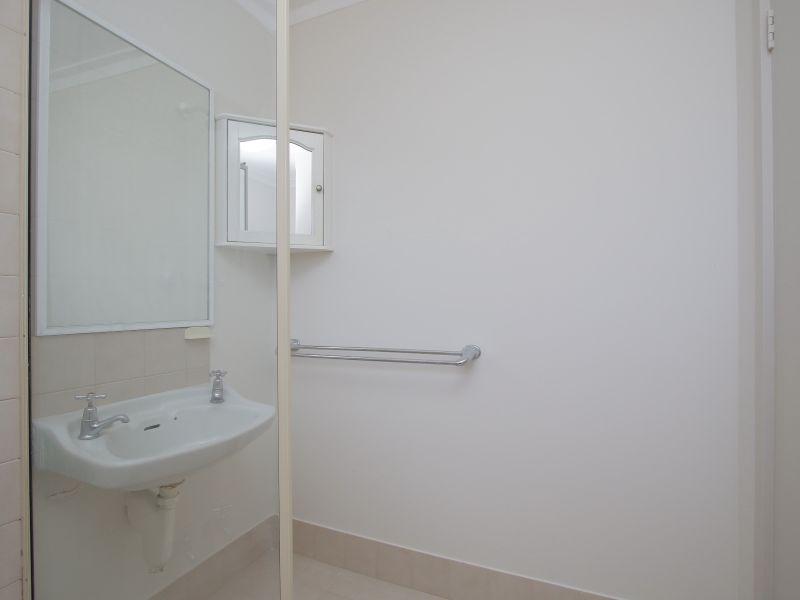 https://propertyphotos.vaultre.com.au/835/760621__reaimport-1568684430-347402-29071.jpg