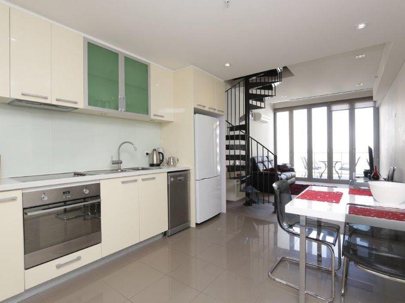 https://propertyphotos.vaultre.com.au/835/760985__reaimport-1568684553-347425-29093.jpg
