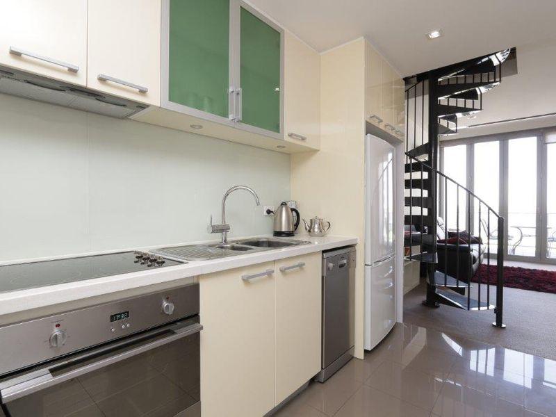 https://propertyphotos.vaultre.com.au/835/760990__reaimport-1568684555-347425-29093.jpg