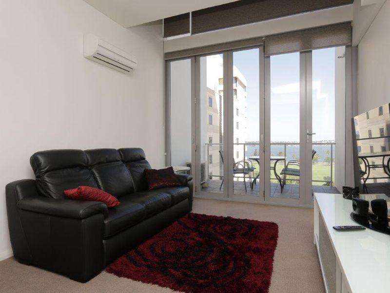https://propertyphotos.vaultre.com.au/835/760991__reaimport-1568684555-347425-29093.jpg
