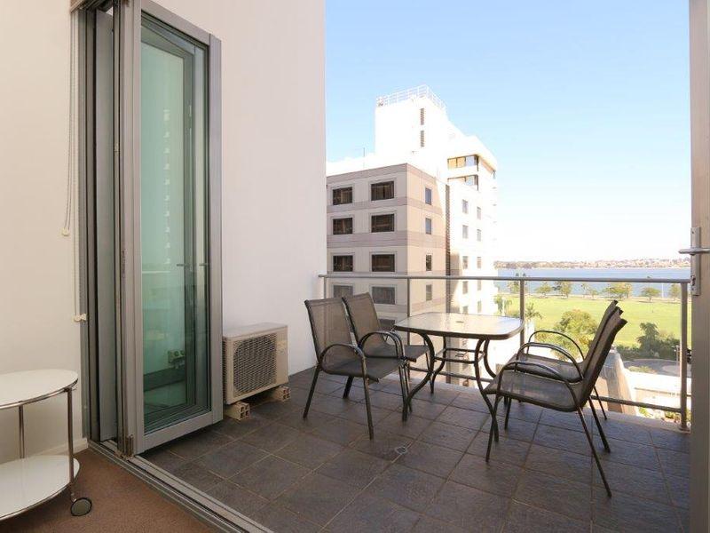 https://propertyphotos.vaultre.com.au/835/760999__reaimport-1568684558-347425-29093.jpg