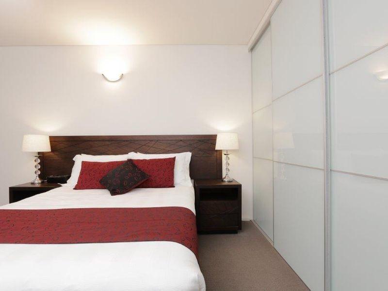 https://propertyphotos.vaultre.com.au/835/761008__reaimport-1568684561-347425-29093.jpg