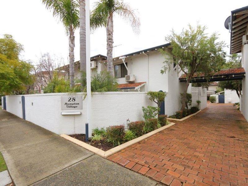 https://propertyphotos.vaultre.com.au/835/761061__reaimport-1568684581-347429-29097.jpg