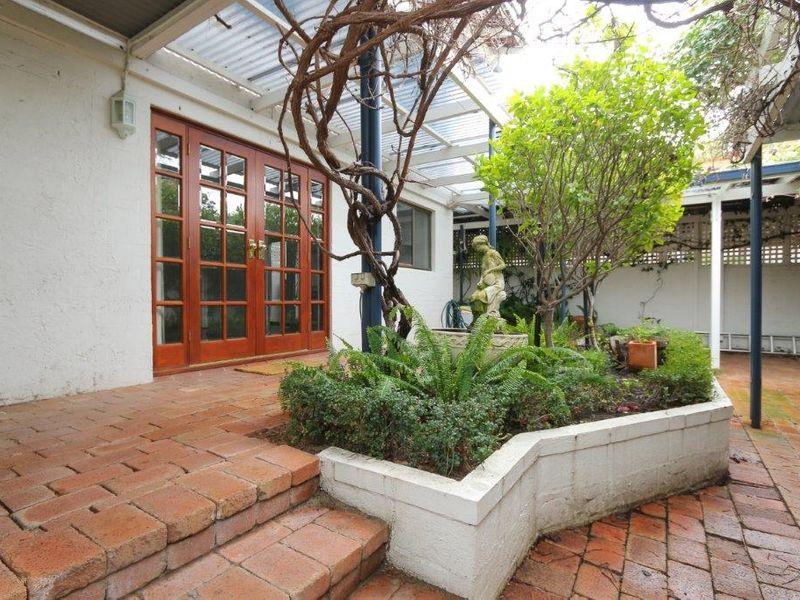 https://propertyphotos.vaultre.com.au/835/761066__reaimport-1568684583-347429-29097.jpg