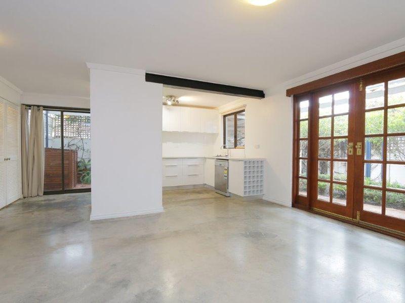 https://propertyphotos.vaultre.com.au/835/761072__reaimport-1568684585-347429-29097.jpg